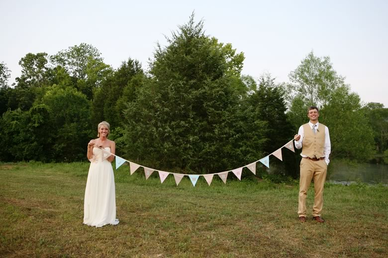 vintage-rustic-backyard-wedding (4)